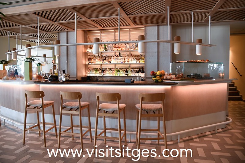 Dj  Santi en Oyster Bar en Hotel ME Sitges Terramar
