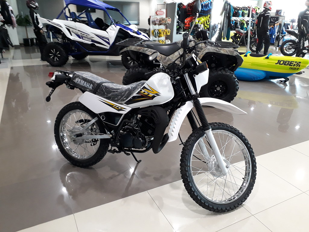 Yamaha DT175 2 Stroke UAE   I really want to buy this bike i