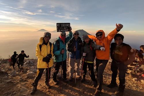 indonesia central java wonosobo damarkasiyan sindoro outdoor mountain volcano hiking trekking google pixel 2 xl people sky landscape