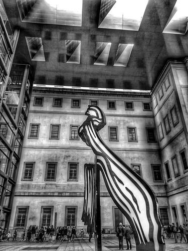 Madrid musée d art moderne Photo retravaillée en noir et blanc... | by BrognonPhilippe