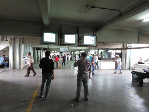 ロイヤルターフクラブ競馬場の4階のモニター