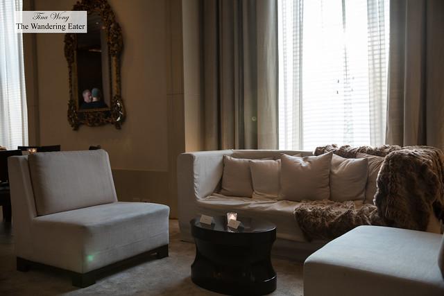 Living room inspired setting for the Lobby Bar