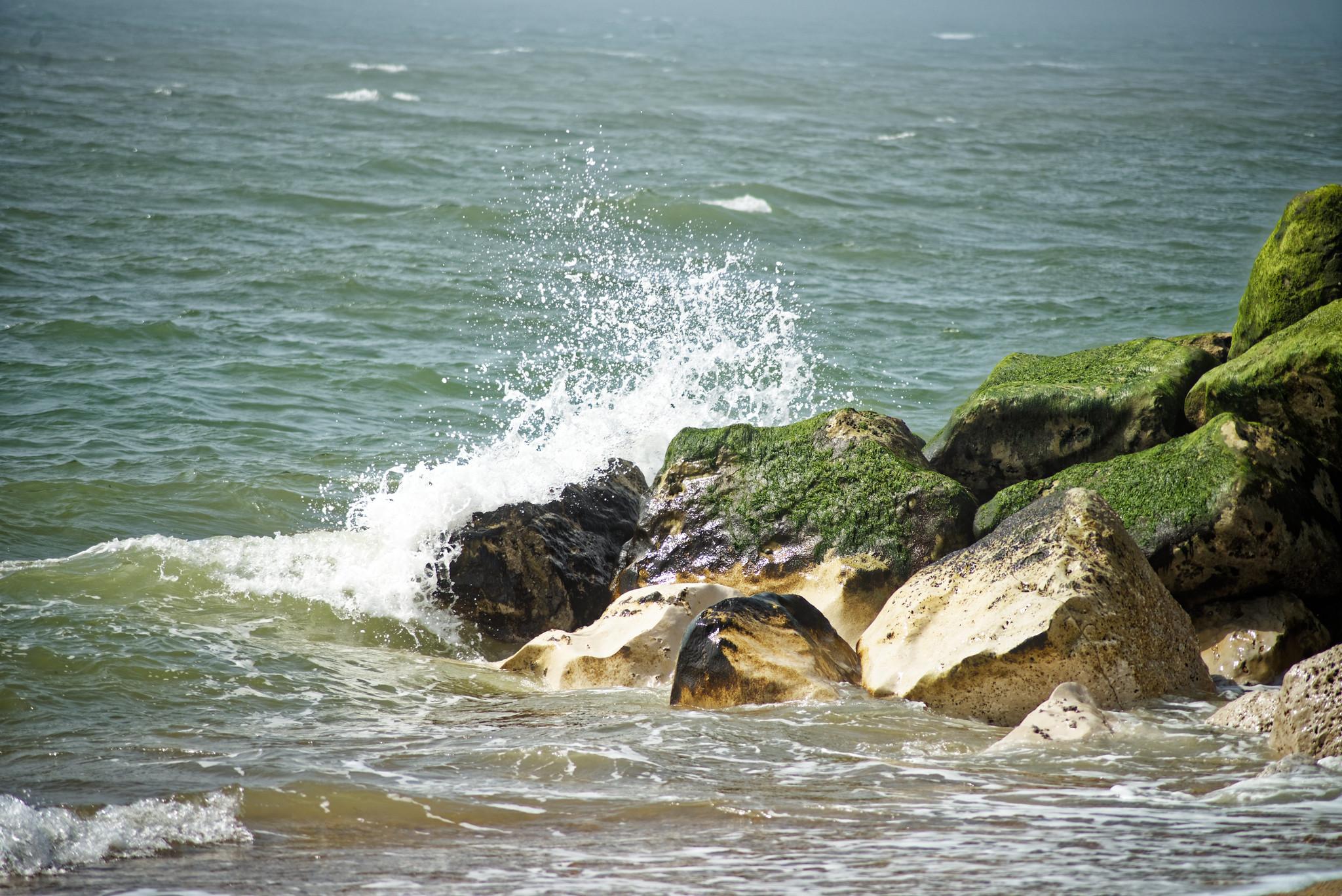 Sea against the rocks