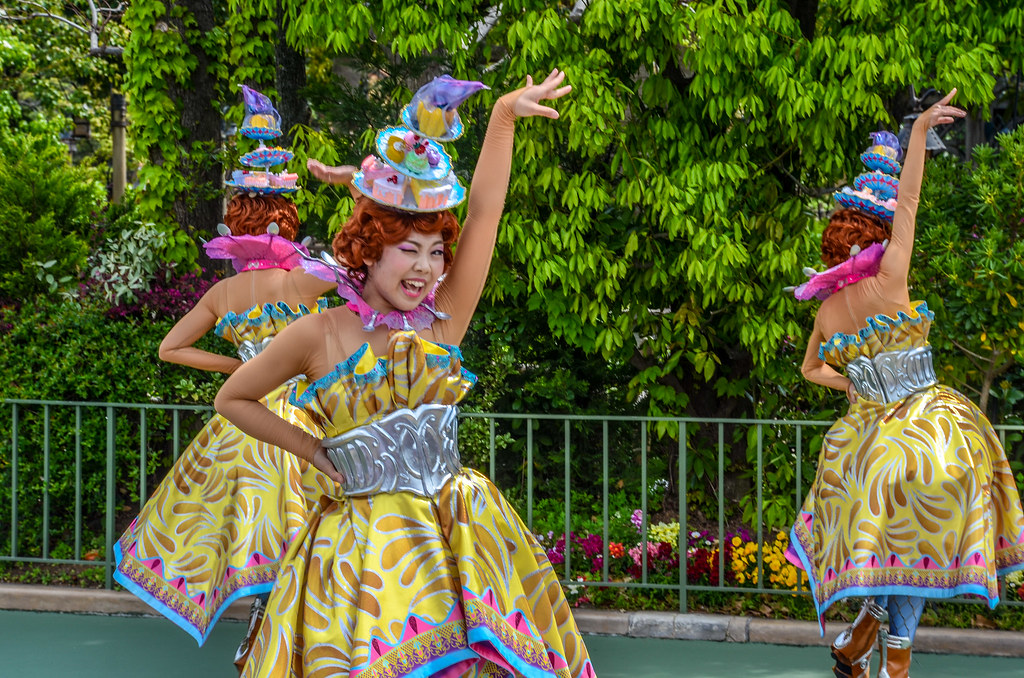 Cake costume girl winking Dreaming Up TDL