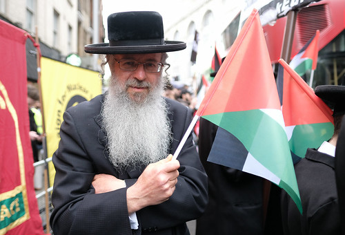Compassion and solidarity - A Jewish man with a Palestinian flag. | by alisdare1