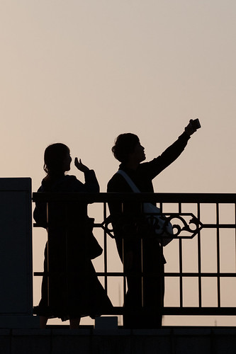 selfie silhouette sunset goldenhour kanazawa japan streetphotography