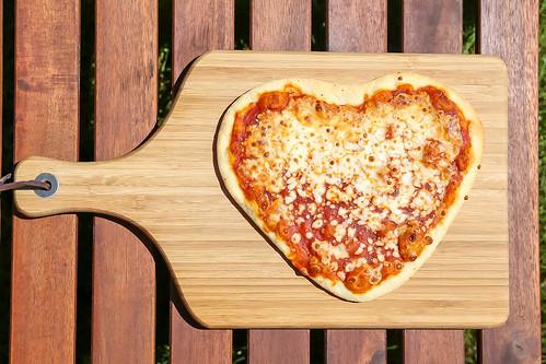 Pizza Magharita in Herzform | by wuestenigel