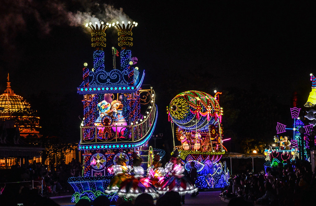 Donald Daisy boat lineup Dreamlights TDL