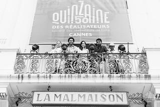 Equipe Pajaros de Verano devant affiche Malmaison | by La Quinzaine des Réalisateurs