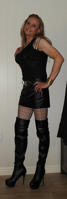 #smile #blackeverything #gold #leatherskirt #miniskirt #thighhighboots #highheels #tights #patternedtights