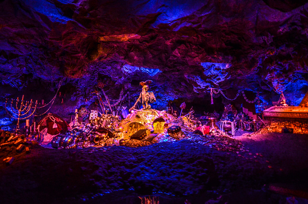 Pirates skeleton treasure TDL