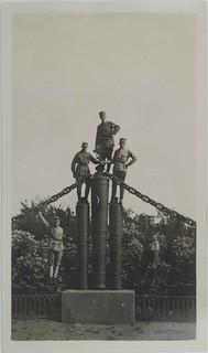 Soldiers posing in Suomenlinna