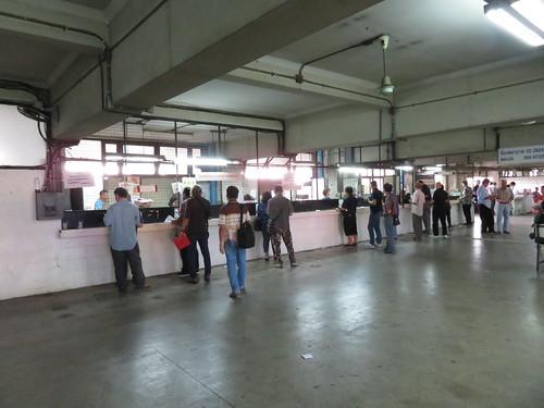 ロイヤルターフクラブ競馬場の馬券売場
