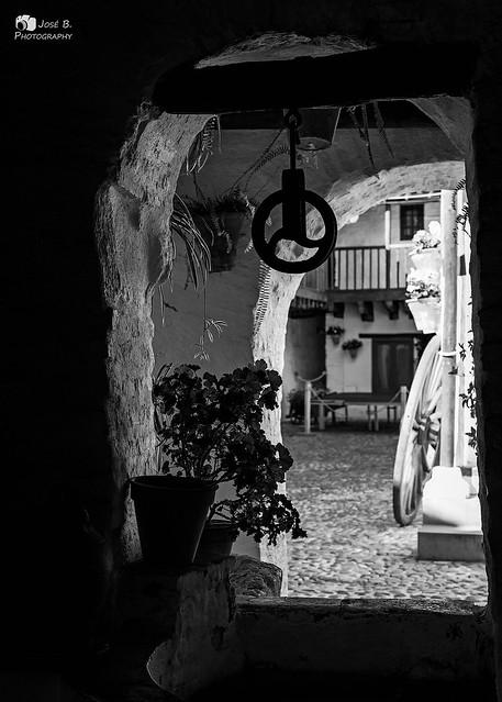 El antiguo patio / The old courtyard