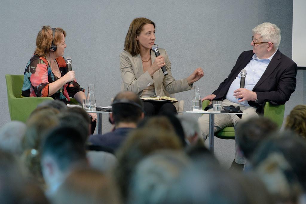 Podium v.l.n.r. Kalypso Nicolaïdis, Ellen Ueberschär, Joschka Fischer