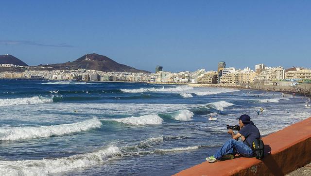 LAS PALMAS DE GRAN CANARIA Street. Surf en Las Canteras