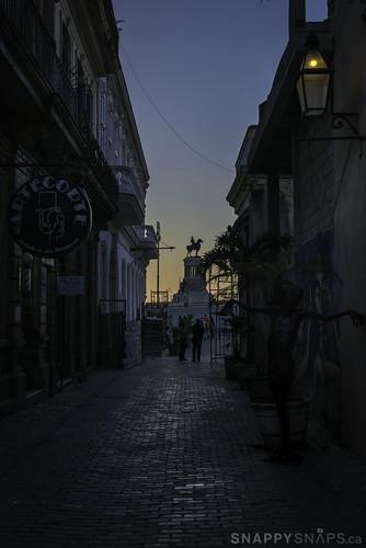cuba havana caribbean calleagular agularstreet parquemartiresdel71 sunset neighbourhood oldhavana historiccity historicstreet cobblestonestreet