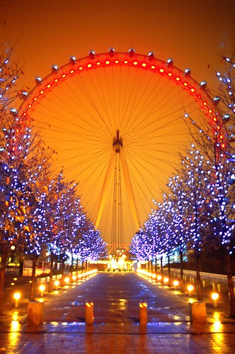 The London Eye, lit up like a poppy on Remembrance Sunday | by Alex Eckford