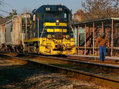 train nc stuck northcarolina locomotive sanford atlanticandwestern
