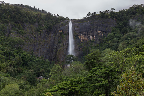 srilanka asia canon diyalumafalls falls waterfall landscape nature longexposure mountains clouds jungle koslanda
