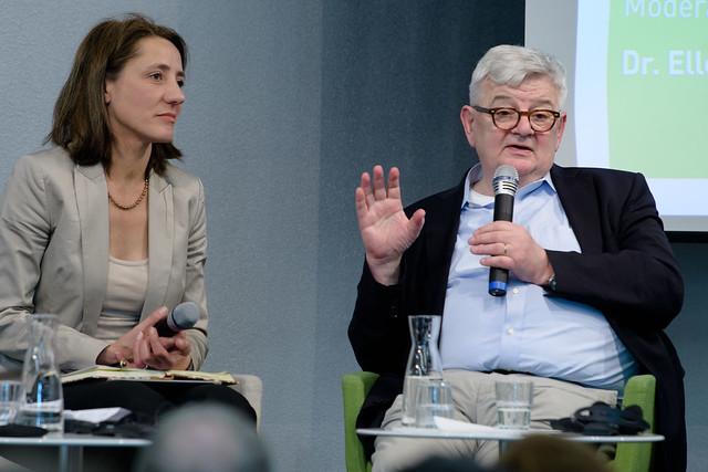 Dr. Ellen Ueberschär (Vorstand Heinrich-Böll-Stiftung), Joschka Fischer (Vizekanzler und Außenminister a.D) Foto: stephan-roehl.de