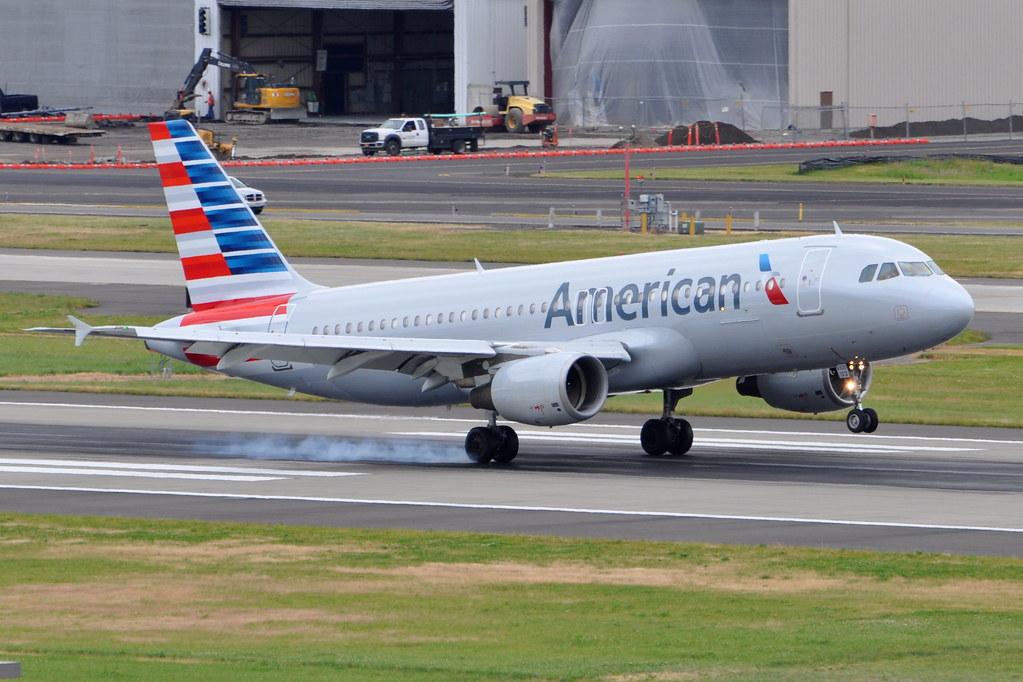 American Airlines Aa Airbus A320 200 N122us Portla