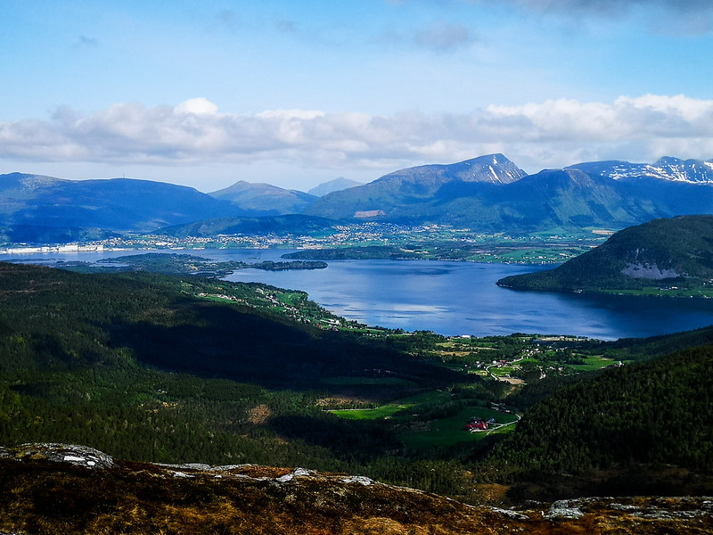 15-Frænfjorden og Elnesvågen sett fra Frænavarden