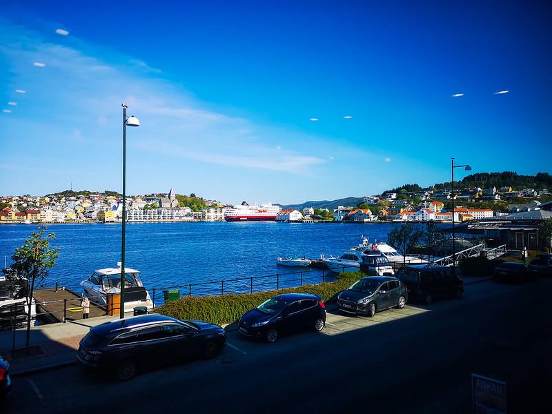 59-Hurtigruten forlater Kristiansund