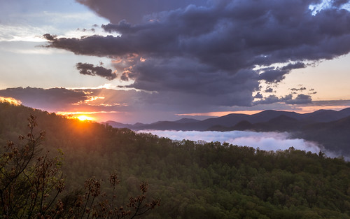 blackrockmountain georgia usa landscape sky sunset forest statepark nature nationalpark clouds thunderstorm sun fog mist trees mountains